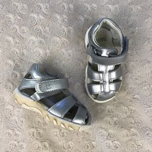 Umi Verity Sandals Silver Size 5 Fisherman Style